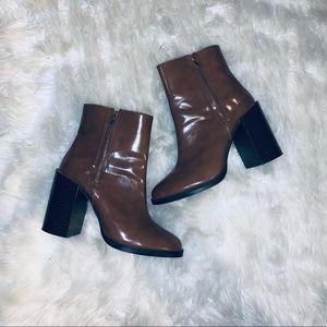 Women's chunky heel boots